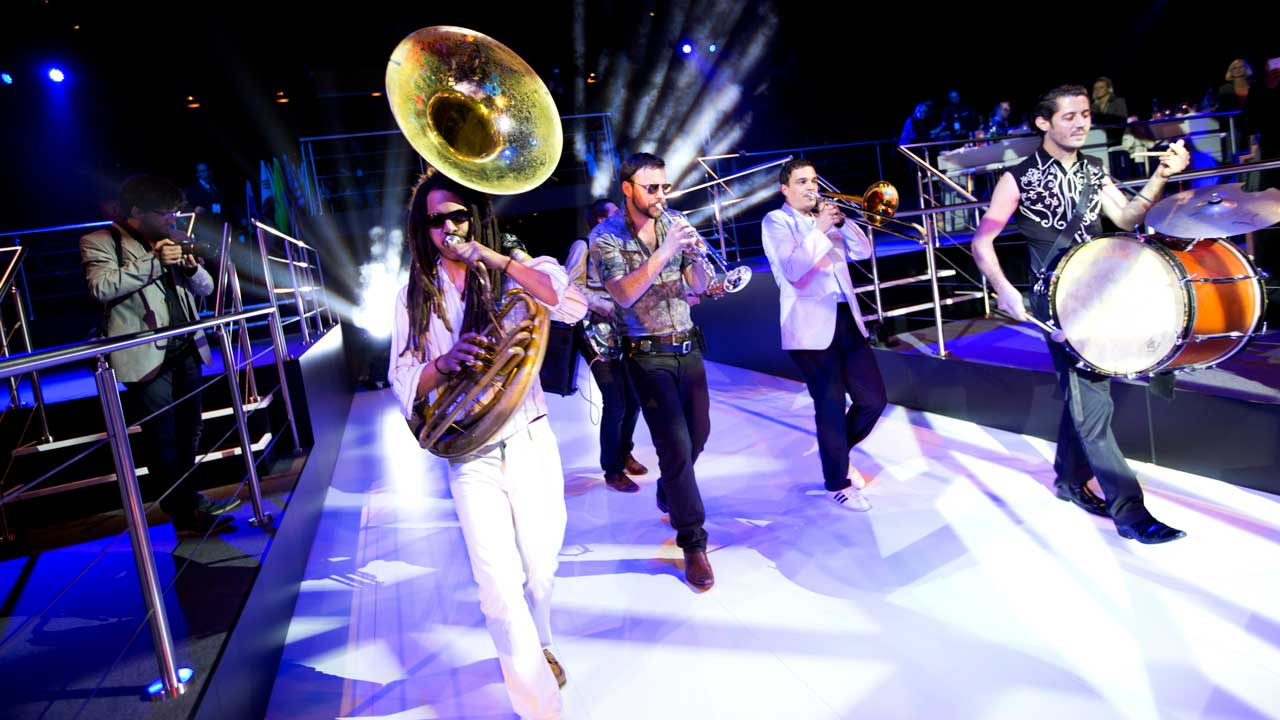 RQWC-Volkswagen-marching-brass-band-walk-act