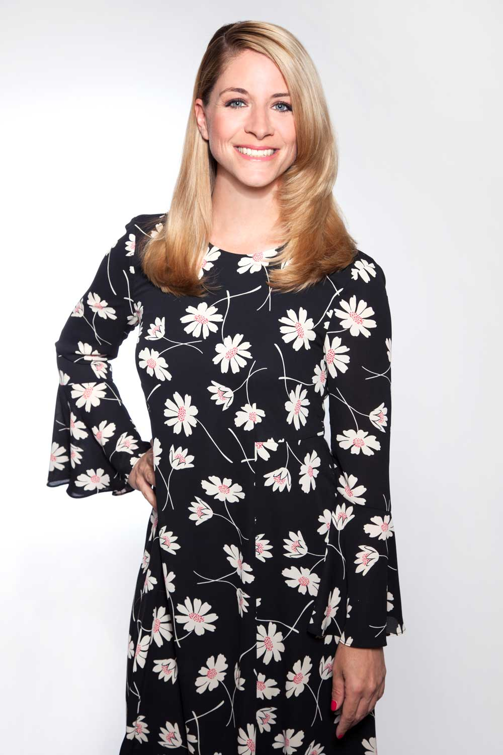 susi-herzberger-outfit-floral-Moderation-sommerfest